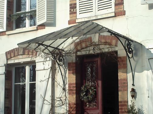 renovation veranda ancienne faade de maison ancienne rnove classique ou elle exprime le. Black Bedroom Furniture Sets. Home Design Ideas